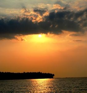 sunset pantai Umang