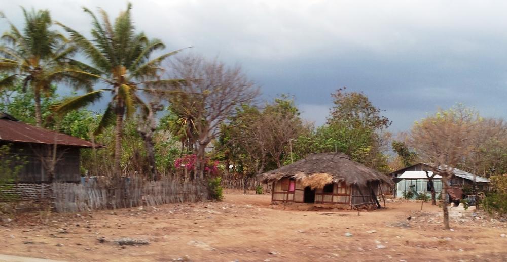 Rumah pengungsi diantara pemukiman penduduk