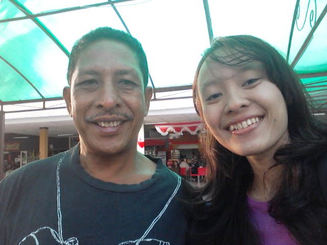 Driver taksi di Kupang yang mengantar saya kembali ke Bandara El Tari, Kupang