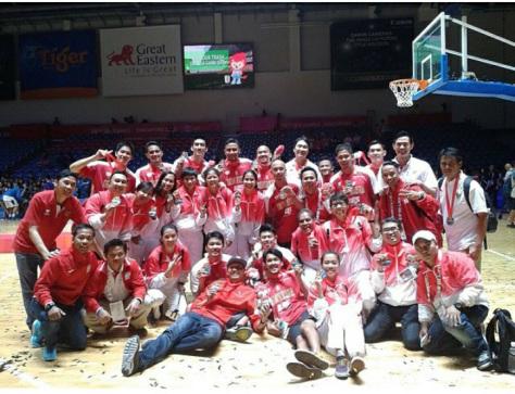 Timnas Basket Putra mendapatkan medali perak di Sea Games 2015 (sumber foto: Instagram @Timnasbasket)
