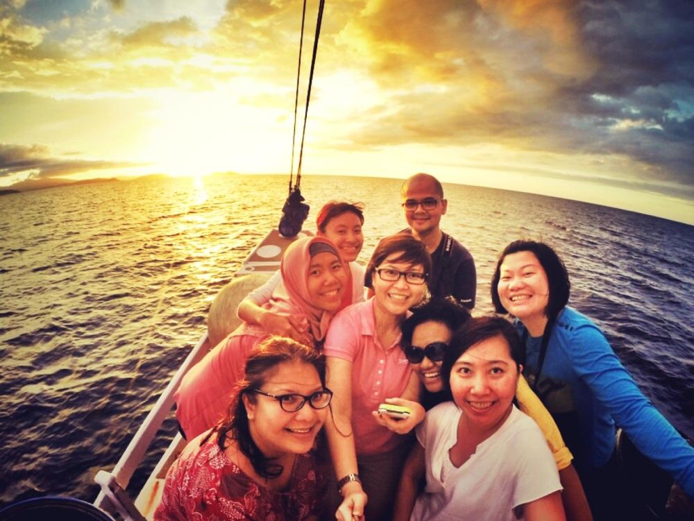 Sunset yang menyambut kami dalam petualangan LOB ini :)