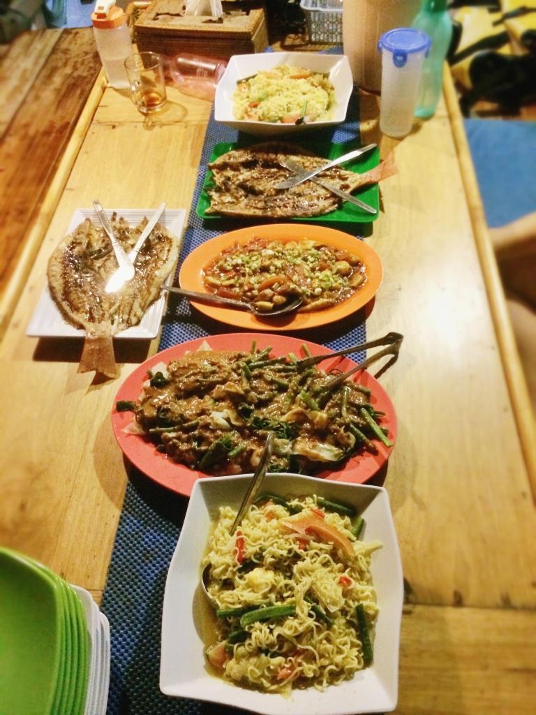 Beberapa makanan yang disajikan untuk makan malam
