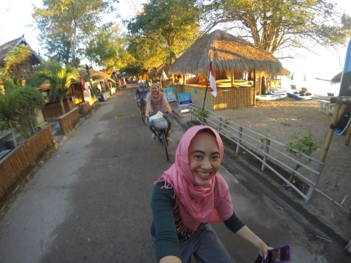 Mau ke masjid pun, naik sepeda sajaa, lebih praktis :)